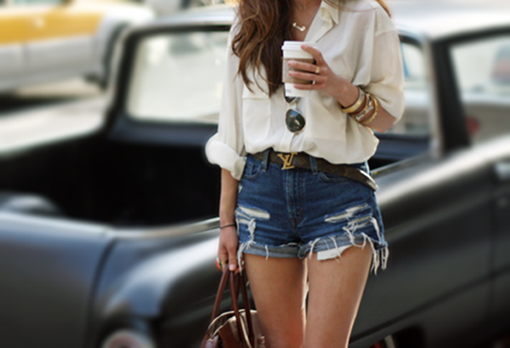 Amo look com shorts destroyed, e super fashion!!